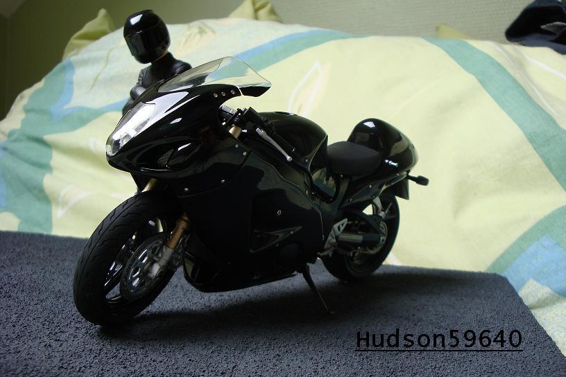 maquette moto 1/12 (hudson59640) - Page 2 DSC00674