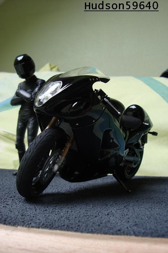 maquette moto 1/12 (hudson59640) - Page 2 DSC00677