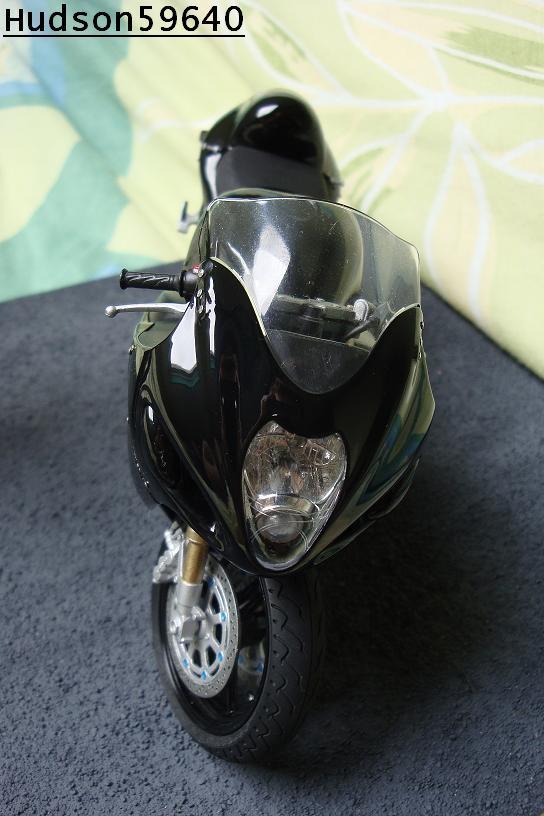 maquette moto 1/12 (hudson59640) - Page 2 DSC00679