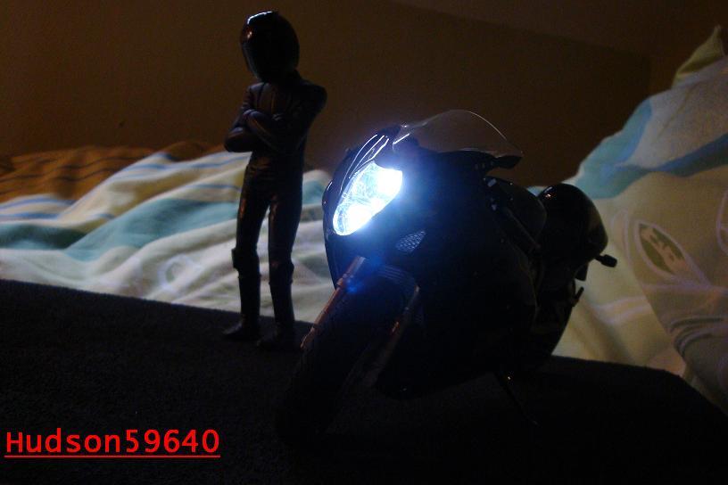 maquette moto 1/12 (hudson59640) - Page 2 DSC00682