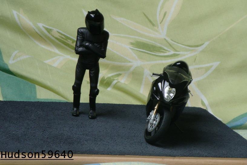 maquette moto 1/12 (hudson59640) - Page 2 DSC00695