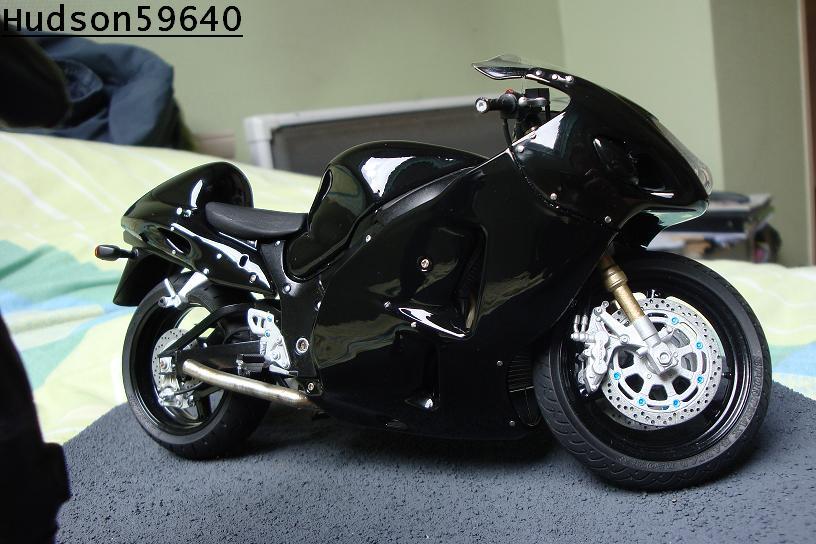 maquette moto 1/12 (hudson59640) - Page 2 DSC00701
