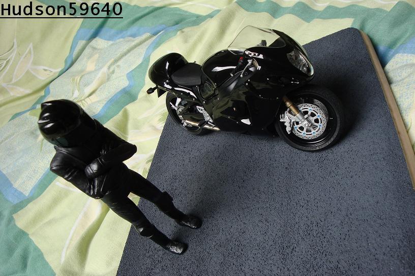 maquette moto 1/12 (hudson59640) - Page 2 DSC00702