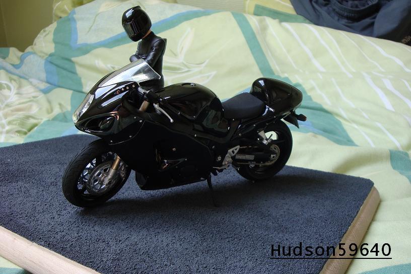 maquette moto 1/12 (hudson59640) - Page 2 DSC00706
