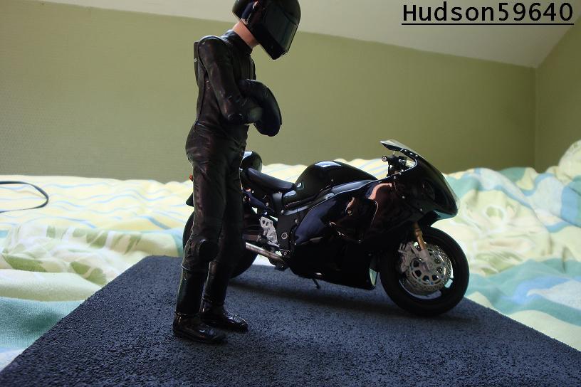 maquette moto 1/12 (hudson59640) - Page 2 DSC00714
