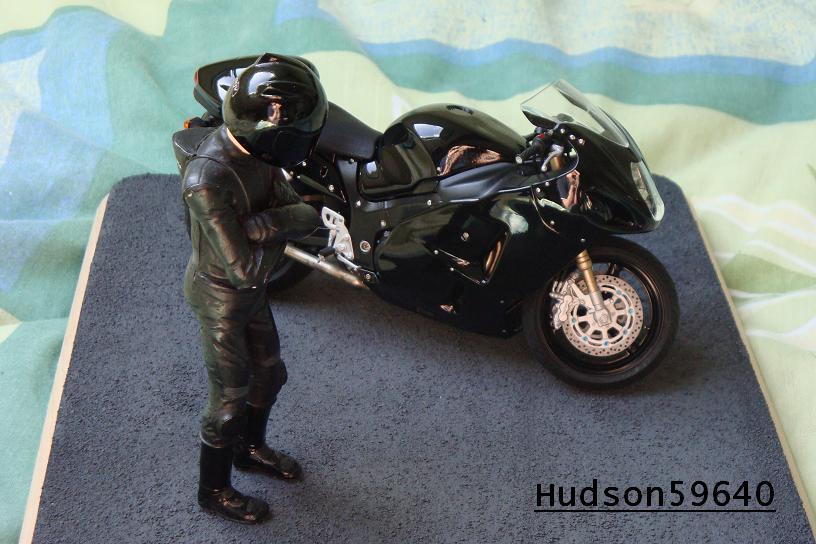 maquette moto 1/12 (hudson59640) - Page 2 DSC00721
