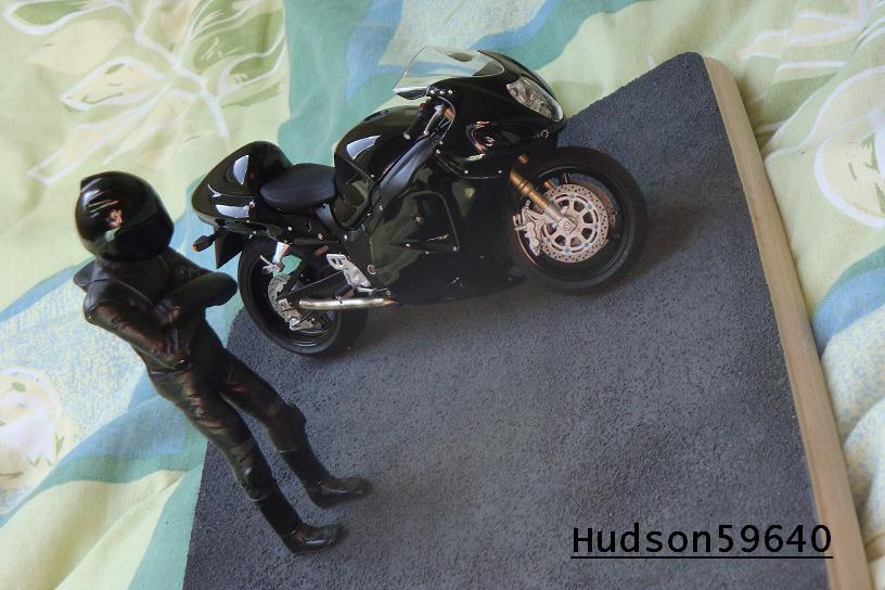 maquette moto 1/12 (hudson59640) - Page 2 DSC00722