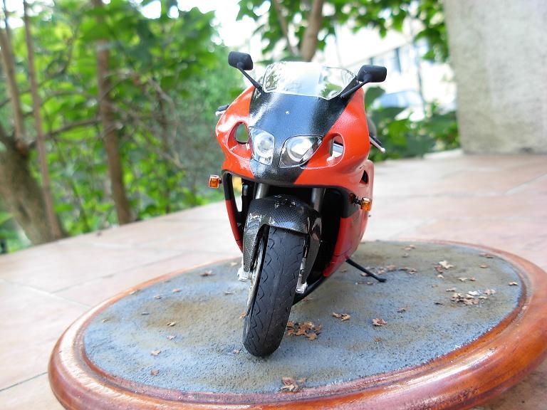 maquette moto 1/12 (hudson59640) DSCN0155