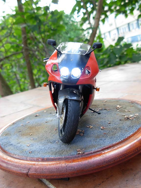 maquette moto 1/12 (hudson59640) DSCN0164