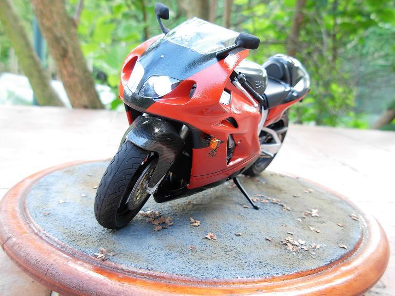 maquette moto 1/12 (hudson59640) DSCN0165