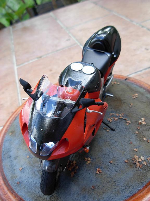 maquette moto 1/12 (hudson59640) DSCN0166