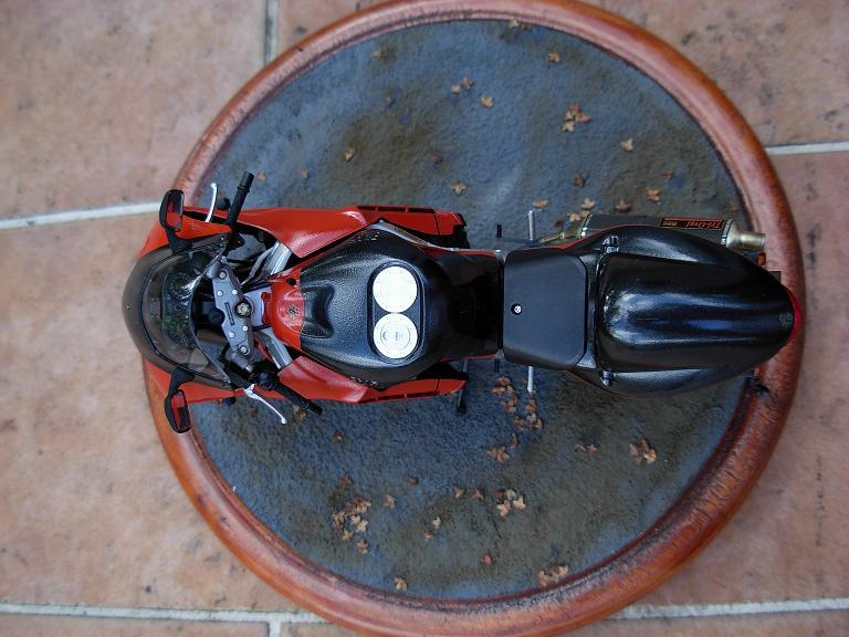 maquette moto 1/12 (hudson59640) DSCN0170
