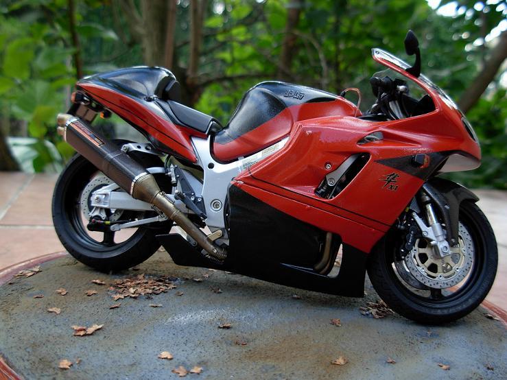 maquette moto 1/12 (hudson59640) DSCN0172