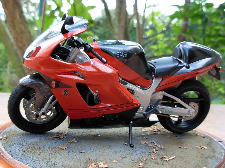 maquette moto 1/12 (hudson59640) DSCN0173