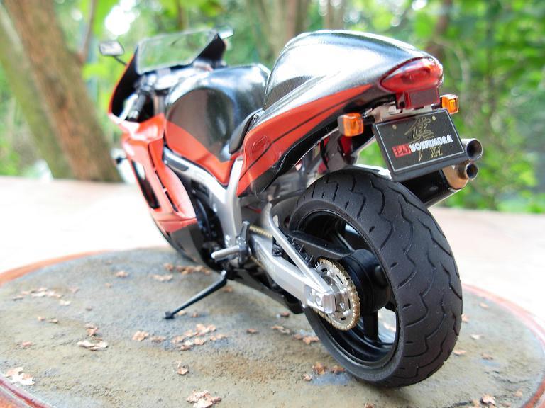 maquette moto 1/12 (hudson59640) DSCN0174