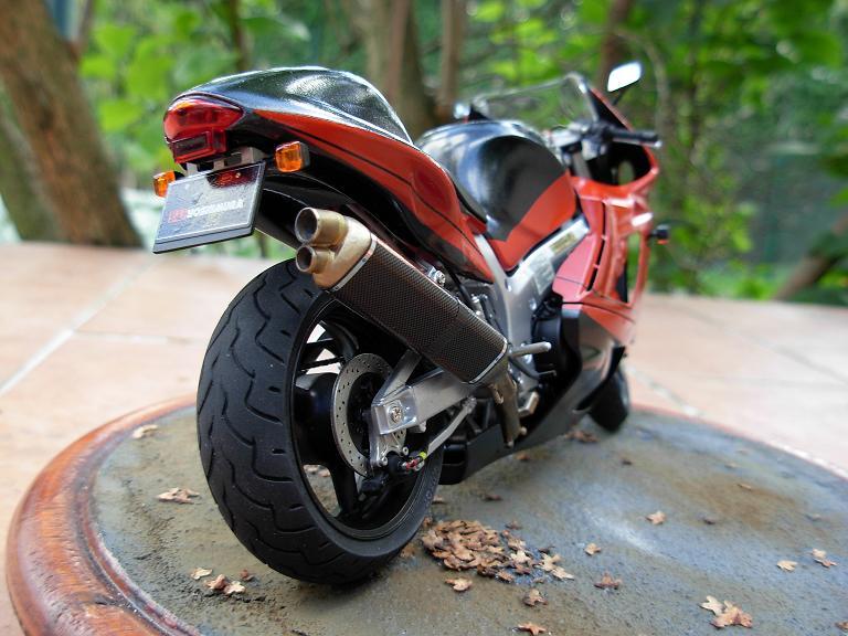maquette moto 1/12 (hudson59640) DSCN0175