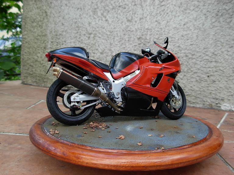 maquette moto 1/12 (hudson59640) DSCN0176