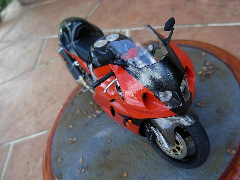 maquette moto 1/12 (hudson59640) DSCN0177