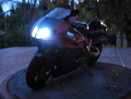 maquette moto 1/12 (hudson59640) DSCN0184