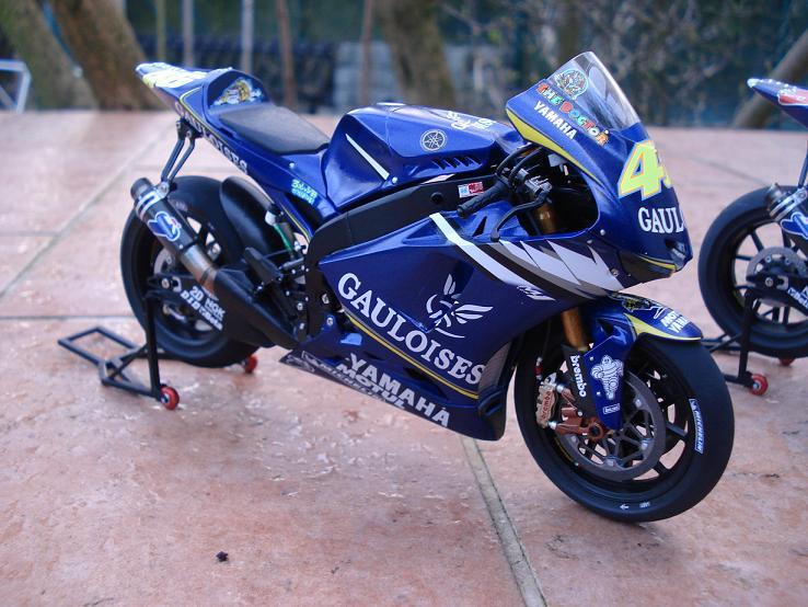 maquette moto 1/12 (hudson59640) DSC04182