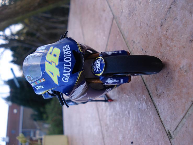 maquette moto 1/12 (hudson59640) DSC04183