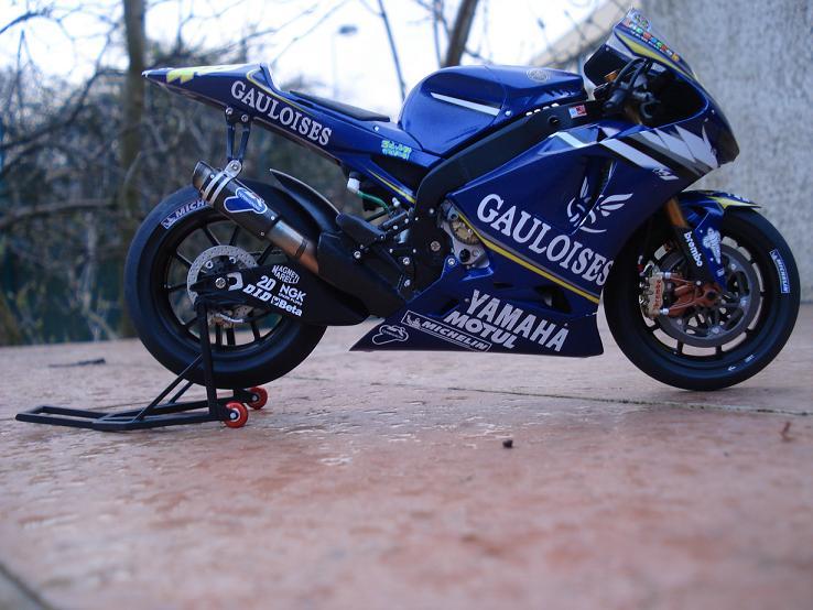 maquette moto 1/12 (hudson59640) DSC04184