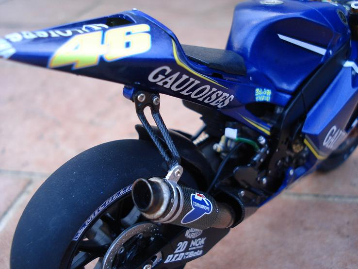 maquette moto 1/12 (hudson59640) DSC04185
