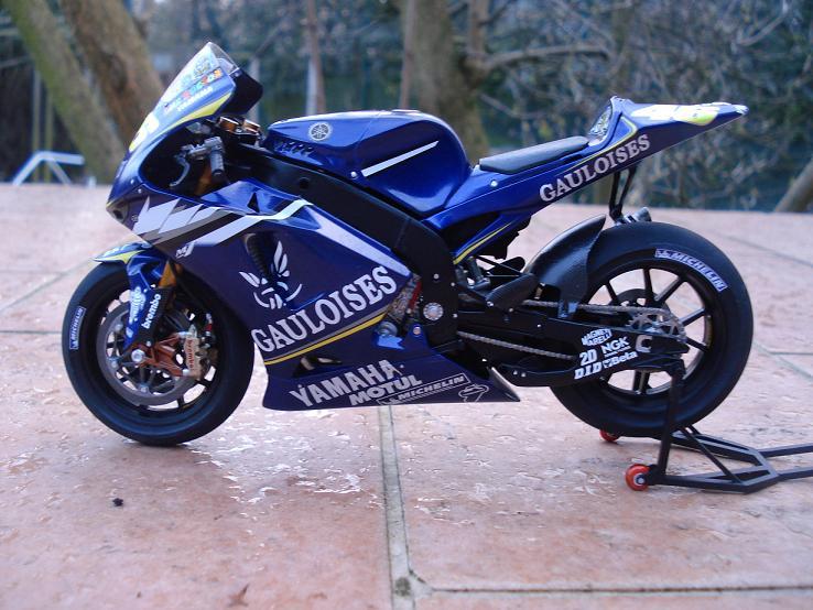 maquette moto 1/12 (hudson59640) DSC04186