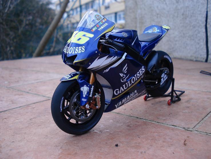 maquette moto 1/12 (hudson59640) DSC04187