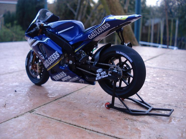 maquette moto 1/12 (hudson59640) DSC04188