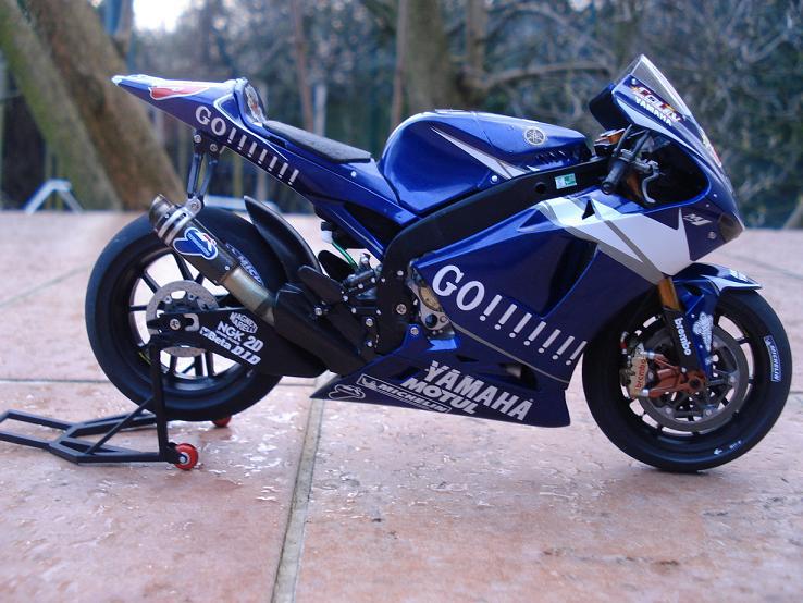 maquette moto 1/12 (hudson59640) DSC04189