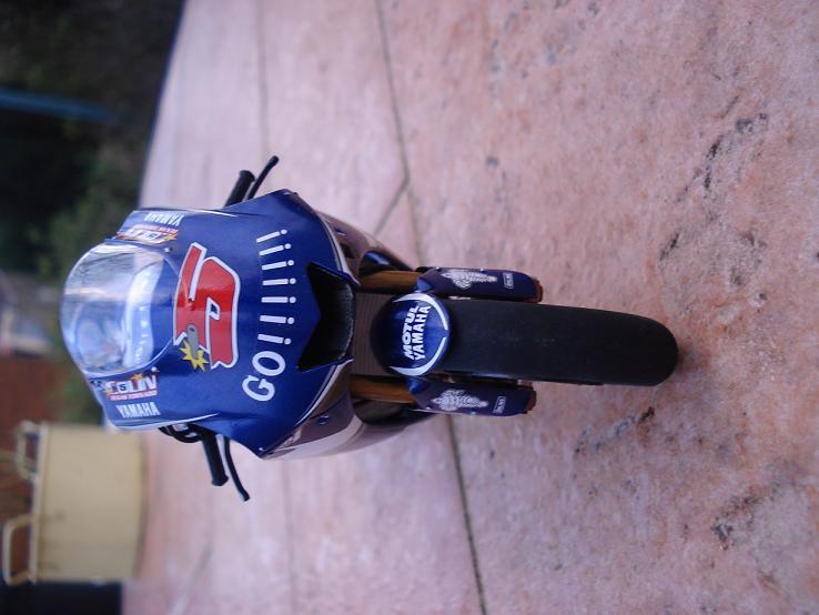 maquette moto 1/12 (hudson59640) DSC04190