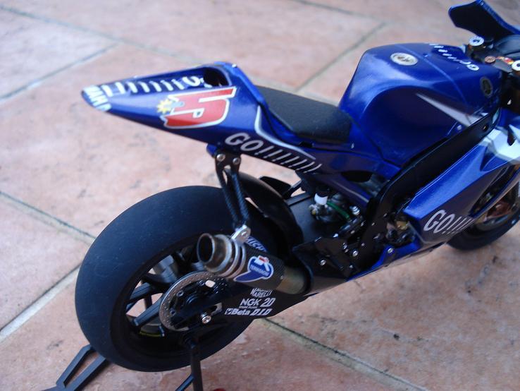 maquette moto 1/12 (hudson59640) DSC04191