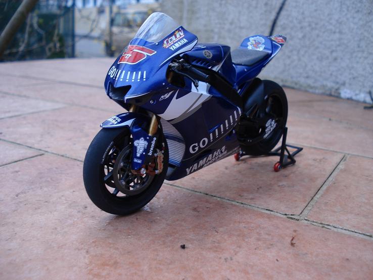 maquette moto 1/12 (hudson59640) DSC04193