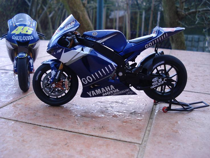 maquette moto 1/12 (hudson59640) DSC04195