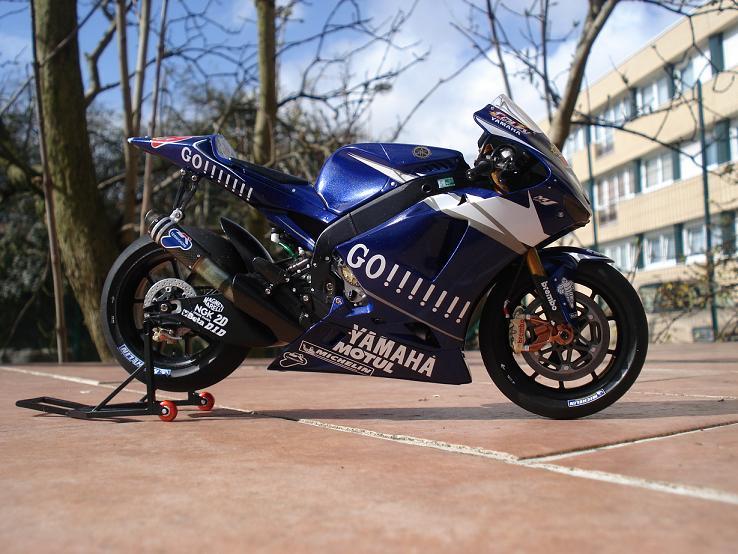 maquette moto 1/12 (hudson59640) DSC04229