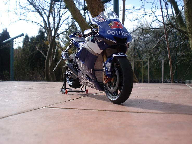 maquette moto 1/12 (hudson59640) DSC04230