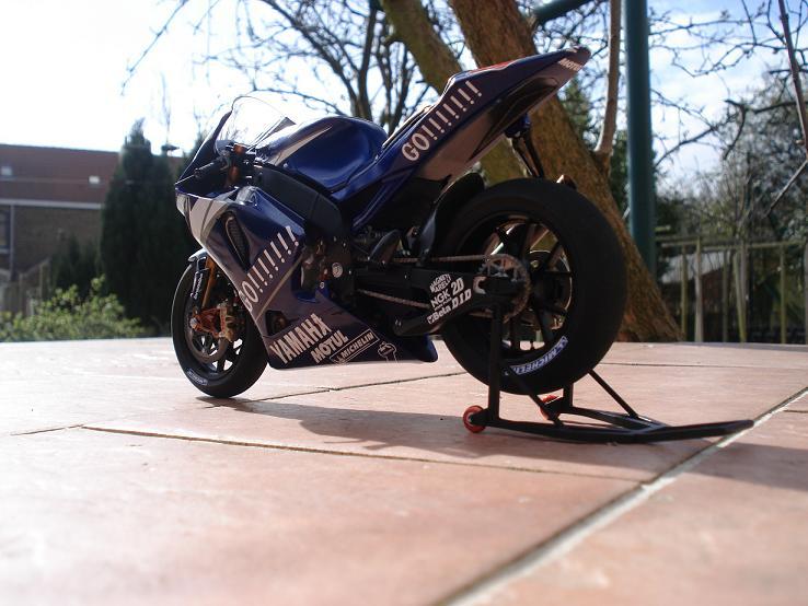 maquette moto 1/12 (hudson59640) DSC04232