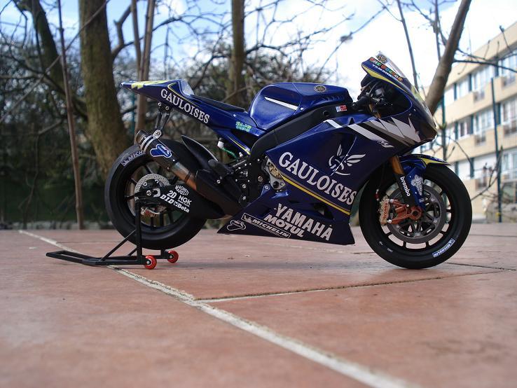 maquette moto 1/12 (hudson59640) DSC04233