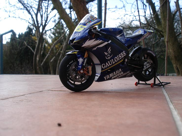 maquette moto 1/12 (hudson59640) DSC04235