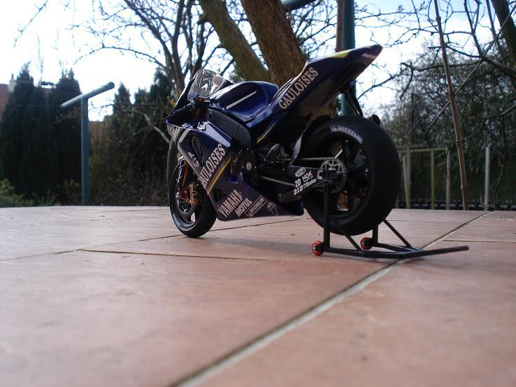 maquette moto 1/12 (hudson59640) DSC04236
