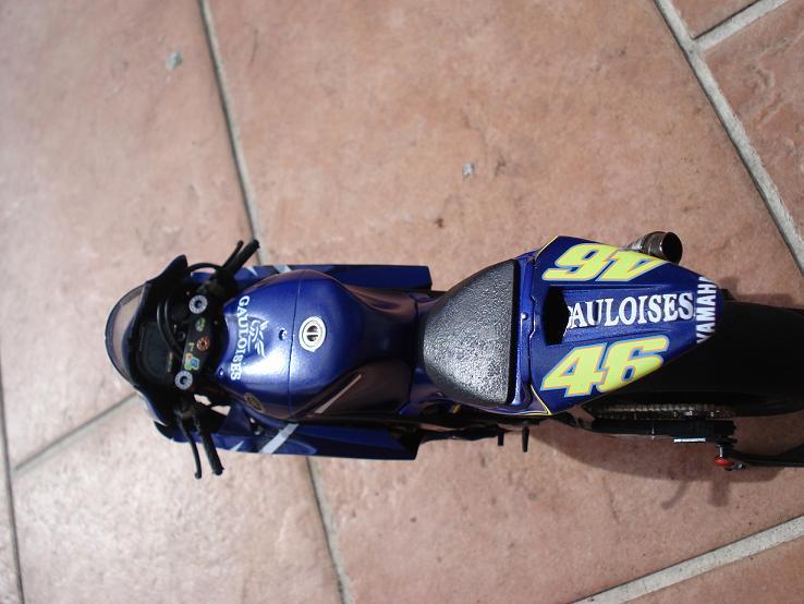maquette moto 1/12 (hudson59640) DSC04237