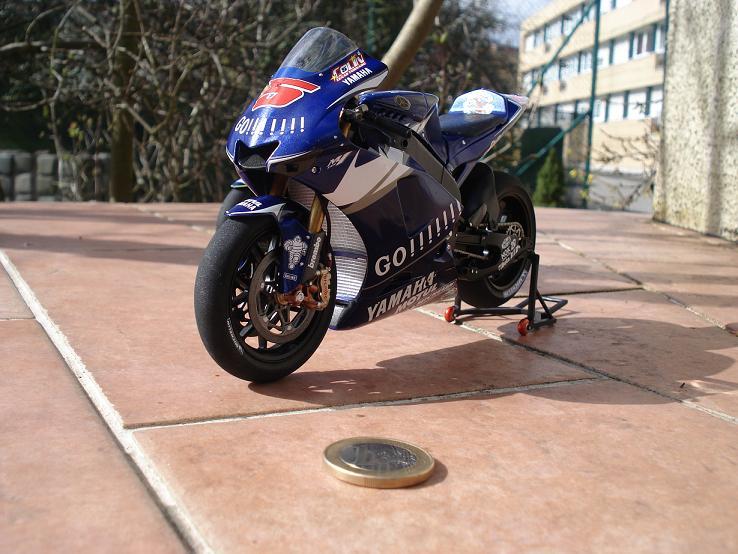 maquette moto 1/12 (hudson59640) DSC04241
