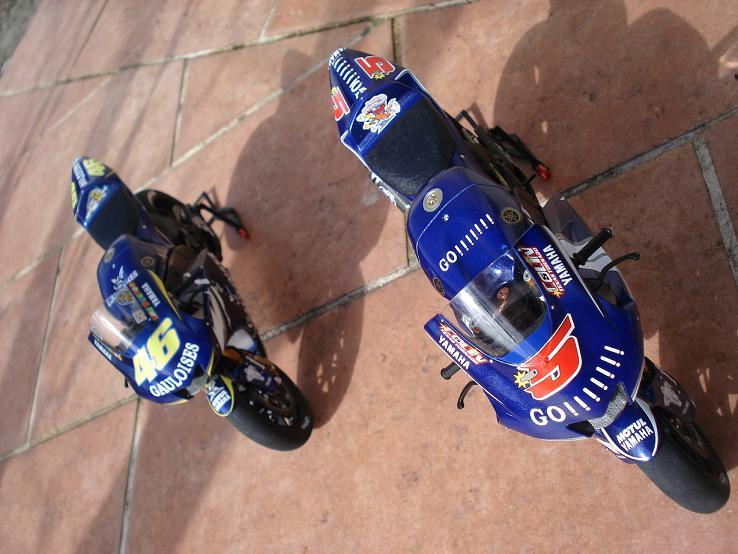maquette moto 1/12 (hudson59640) DSC04242