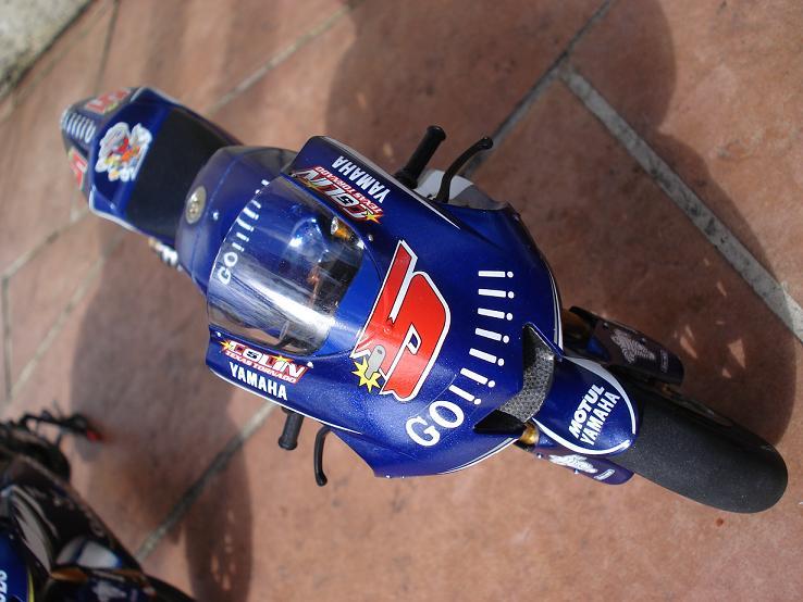 maquette moto 1/12 (hudson59640) DSC04243