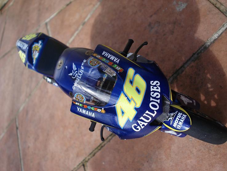 maquette moto 1/12 (hudson59640) DSC04244