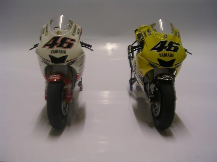 maquette moto 1/12 (hudson59640) YZR2005%20006