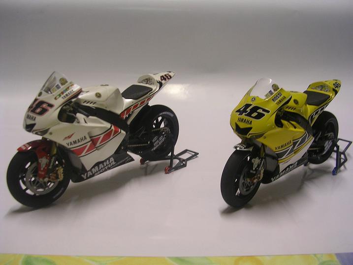 maquette moto 1/12 (hudson59640) YZR2005%20007