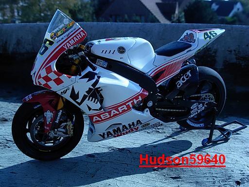 maquette moto 1/12 (hudson59640) - Page 2 DSCN1258