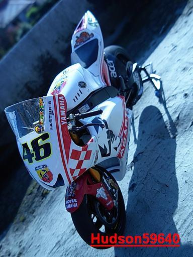 maquette moto 1/12 (hudson59640) - Page 2 DSCN1259